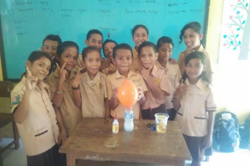 Heka Leka Goes To School di SD Negeri 3 Saparua.