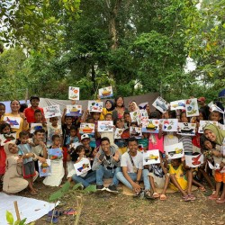 Trauma Healing untuk adik-adik di pengungsian di Harua, Desa Tulehu